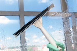 Todo sobre limpieza de cristales para empresas